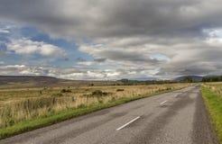 Camino con el paisaje hermoso del parque nacional de los cuarzos ahumados adentro Imagenes de archivo
