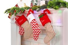 Camino con la calza decorata per il Natale Immagine Stock Libera da Diritti
