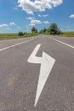 Camino con la flecha direccional foto de archivo