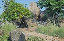 Camino con las tejas ásperas de la piedra del granito Imagen de archivo libre de regalías