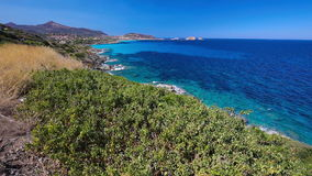 Camino costero famoso D81 con la opinión Golfe de Girolata de Bocca Di Palmarella en Córcega metrajes