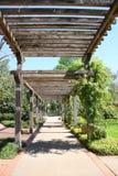 Camino cubierto del jardín Imagenes de archivo
