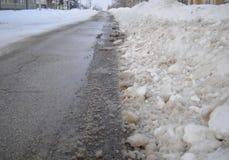 Camino cubierto en nieve imagen de archivo libre de regalías