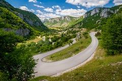 Camino curvado de la montaña fotografía de archivo libre de regalías