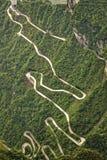 Camino Curvy que lleva a la cueva en la montaña China de Tianmen Fotografía de archivo libre de regalías