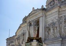 Camino davanti alle statue Fotografie Stock