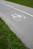 Camino de ciclo/biking en un parque Imágenes de archivo libres de regalías