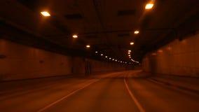 Camino de ciudad del t?nel en la noche almacen de metraje de vídeo