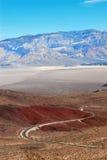 Camino de enrollamiento, Death Valley Imagen de archivo libre de regalías