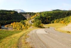 Camino de enrollamiento en River Valley Foto de archivo libre de regalías