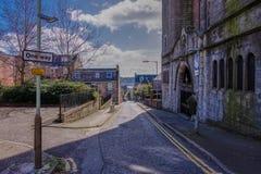 Camino de Forebank con el perfil delantero de la se?ora del St Mary Our de la iglesia cat?lica Dundee, Escocia de las victorias imagen de archivo libre de regalías