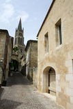 Camino de Francia - de Sainte Emillion que lleva a la iglesia Imagen de archivo libre de regalías