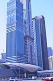 Camino de jeque Zayed de la estación de metro de Dubai Imagenes de archivo