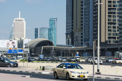 Camino de jeque Zayed y estación de metro imagen de archivo libre de regalías