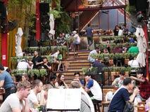 Camino de Khao San el popular descrito famoso como el centro del universo que hace excursionismo en Bangkok Imagen de archivo libre de regalías