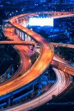 Camino de la autopista en el centro de Bangkok, Tailandia La autopista es la infraestructura para el transporte en ciudad grande Imágenes de archivo libres de regalías