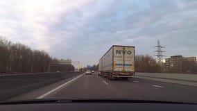 Camino de la autopista sin peaje de la carretera del tráfico almacen de video