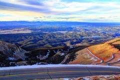 Camino de la carretera del pico de Pike's a la cumbre fotos de archivo libres de regalías