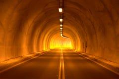 Camino de la carretera del túnel imagen de archivo