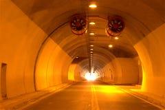 Camino de la carretera del túnel foto de archivo