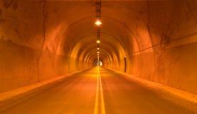 Camino de la carretera del túnel fotos de archivo
