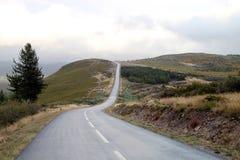 Camino de la curva en la montaña Foto de archivo libre de regalías