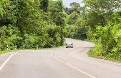 Camino de la curva en la montaña Foto de archivo