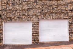 Camino de la decoración de la pared de las puertas del garaje imagen de archivo libre de regalías
