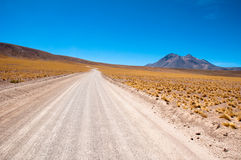 Camino de la grava en el desierto de Atacama, Chile Fotos de archivo