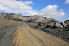 Camino de la grava en Islandia Imagenes de archivo