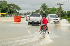 Camino de la inundación en Phatthalung, Tailandia Fotografía de archivo