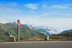 Camino de la montaña. imagen de archivo