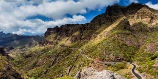 Camino de la montaña al pueblo de Masca en Tenerife, islas Canarias, España imágenes de archivo libres de regalías