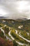 Camino de la montaña con la horquilla Imagenes de archivo