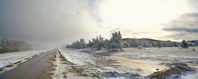 Camino de la montaña con nieve Fotografía de archivo libre de regalías
