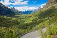 Camino de la montaña de Noruega Foto de archivo libre de regalías