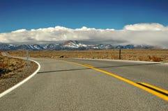 Camino de la montaña del desierto Foto de archivo libre de regalías