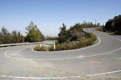 Camino de la montaña del enrollamiento en Chipre Fotos de archivo