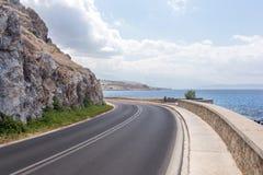 Camino de la montaña del mar Imagenes de archivo
