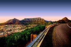 Camino de la montaña del vector Fotos de archivo libres de regalías