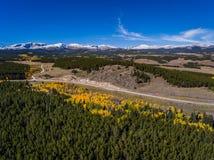 Camino de la montaña en el otoño foto de archivo libre de regalías