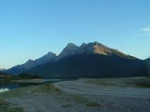 Camino de la montaña en la puesta del sol Imágenes de archivo libres de regalías