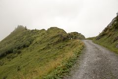 Camino de la montaña de la grava imagen de archivo