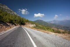 Camino de la montaña, montañas del tauro (Toros) imagen de archivo