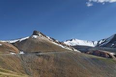 Camino de la montaña de la mucha altitud Imágenes de archivo libres de regalías