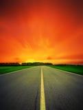 Camino de la velocidad que se va en noche foto de archivo libre de regalías