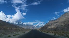 Camino de las montañas de Chilas Imágenes de archivo libres de regalías