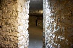 Camino de paso entre los cuartos en un castillo Fotografía de archivo libre de regalías