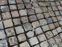Camino de piedra del adoquín en la fabricación Imagen de archivo