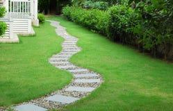 Camino de piedra del jardín Foto de archivo libre de regalías